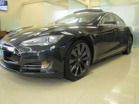 2013 Tesla Model S zu verkaufen