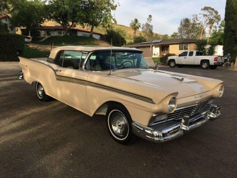 1957 Ford Skyliner zu verkaufen