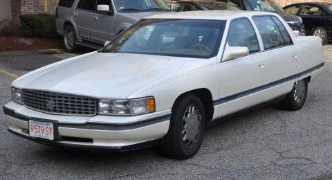 1995 Cadillac DeVille zu verkaufen