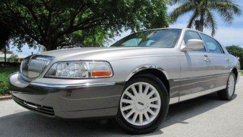 2005 Lincoln Town Car zu verkaufen