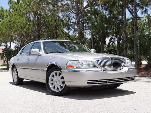 2011 Lincoln Town Car zu verkaufen