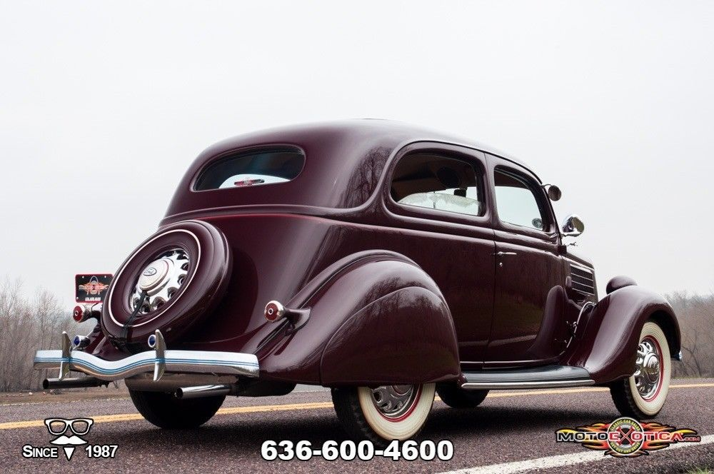 1935 Ford Tudor Deluxe