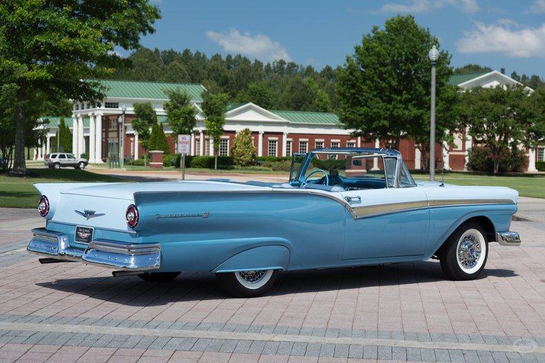1957 Ford Skyliner