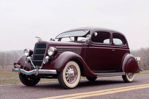 1935 Ford Model 48 Deluxe Tudor zu verkaufen