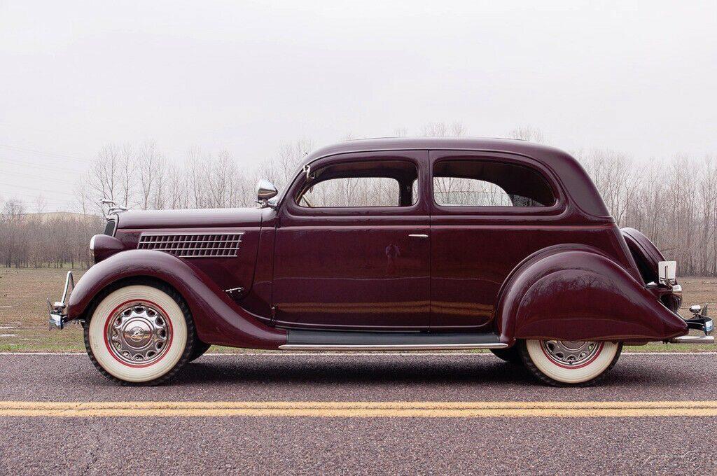 1935 Ford Model 48 Deluxe Tudor