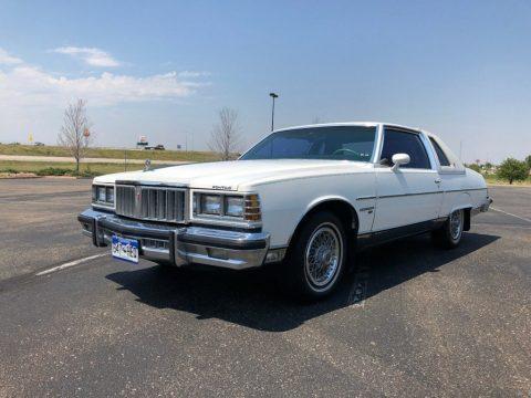 1977 Pontiac Bonneville zu verkaufen