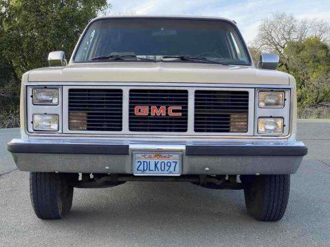 1987 GMC Suburban R2500 zu verkaufen